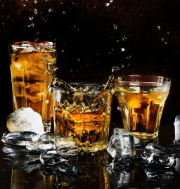alcohol-bar-black-background-602750